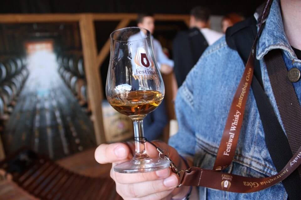 Kieliszek z whisky festiwalu