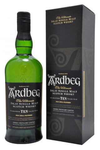 Torfowa Whisky Ardbeg wraz z kartonowym opakowaniem