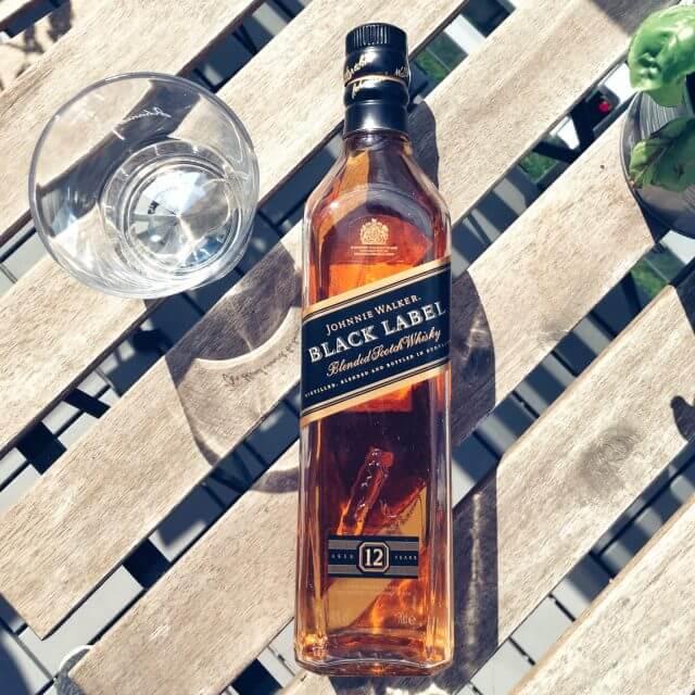Johnnie Walker Black Label w butelce z czarną etykietą