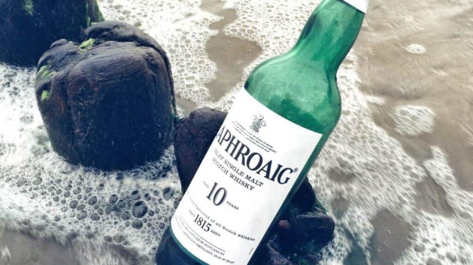 Butelka 10-letniej whisky Laphroaig single malt