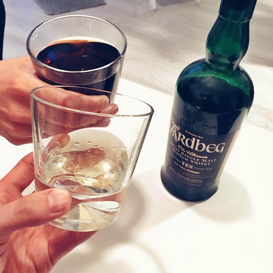 jak pić whisky Ardbeg 10 soute i z colą