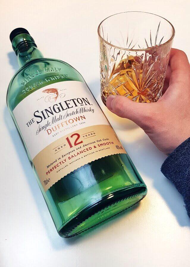 The Singleton whisky wraz ze szklanką do drinków