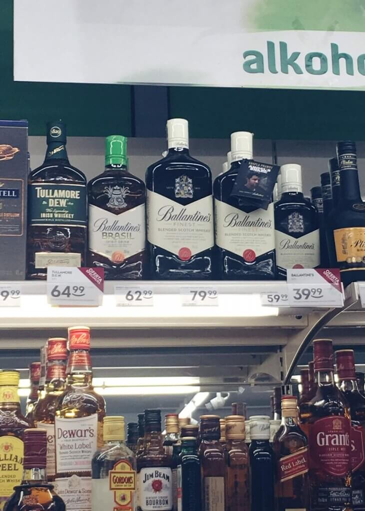 Cena butelki Ballantines Finest 1l w Żabce