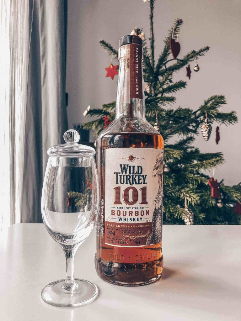 Bourbon Wild Turkey 101 i kieliszek amber glass