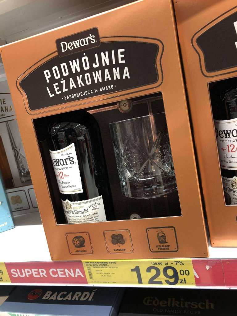 Zestaw Dewar's 8 ze szklankami w Carrefour